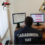 Carabinieri NAS durante un controllo a siti web