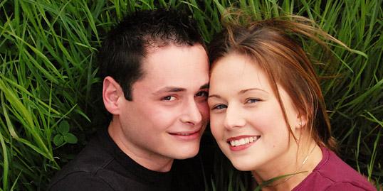 immagine di una coppia di adolescenti
