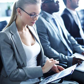 Immagine raffigurante delle persone ad un convegno